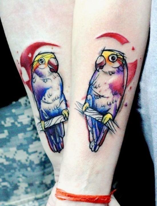 170 kreative Geschwister Tattoo Ideen und Inspirationen zwei papagei bunt schwester