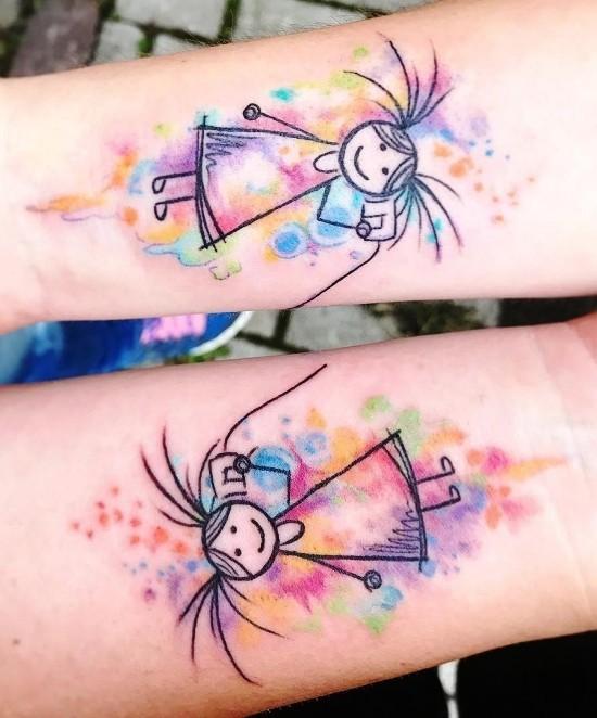 170 kreative Geschwister Tattoo Ideen und Inspirationen zwei schwester bunt wasserfarben telefon