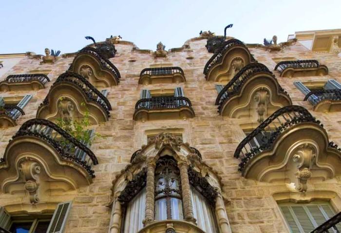 Antoni Gaudi Casa Calvet Wohn-und Geschäftshaus der konventionellste Bau des großen Architekten