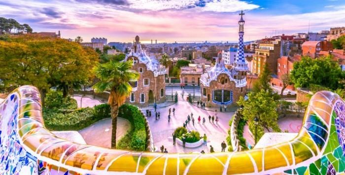 Antoni Gaudi Park Güell Auftragsarbeit heute große Sehenswürdigkeit Barcelonas