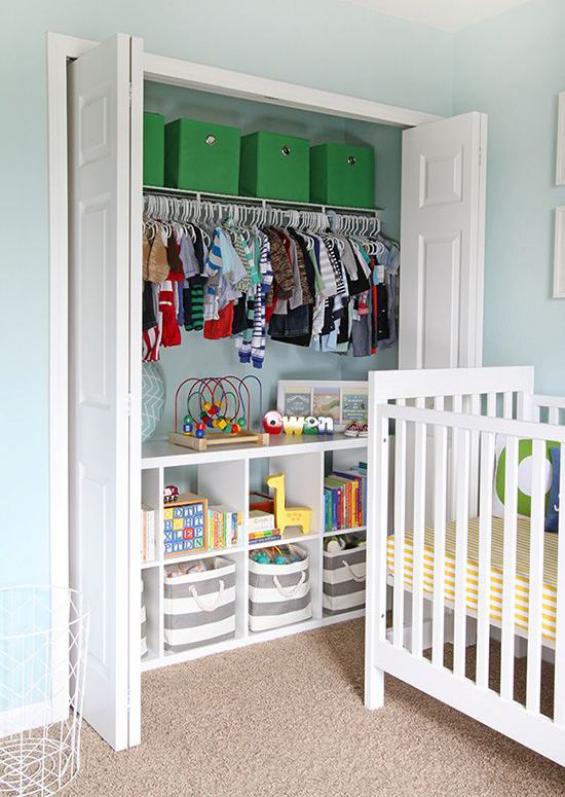 Babyzimmer einrichten gestalten Bett Einbauschrank alles Notwendige geordnet