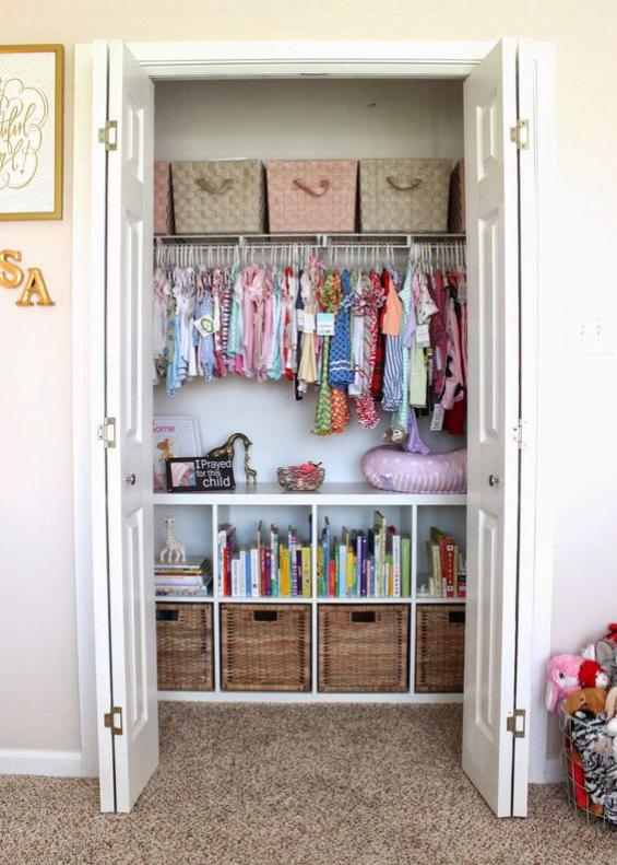 Babyzimmer einrichten gestalten Einbauschrank mit Babysachen beste Ordnung