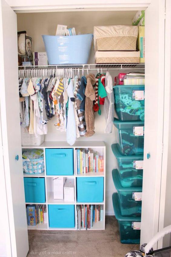 Babyzimmer einrichten gestalten Einbauschrank viele Staumöglichkeiten für Babysachen