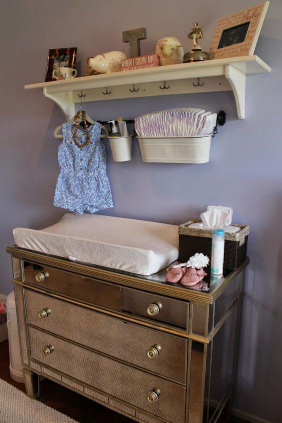 Babyzimmer einrichten gestalten Kommode in Retro Stil mit Matratze Wickelecke
