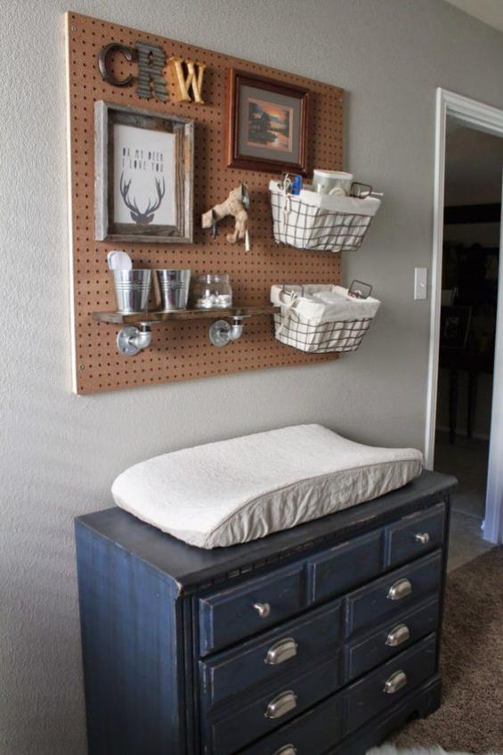 Babyzimmer einrichten gestalten Kommode in Retro Stil mit Matratze