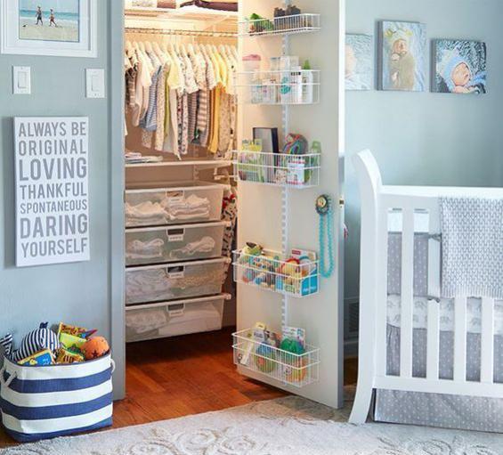 Babyzimmer einrichten gestalten schönes Ambiente Bett Einbauschrank alles Notwendige geordnet