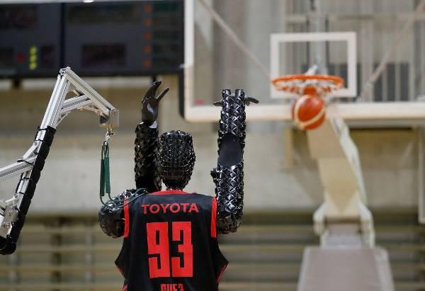 Basketball Roboter erzielt Guinness Rekord mit 2.020 perfekten Würfen roboter wirft ball cue3 toyota