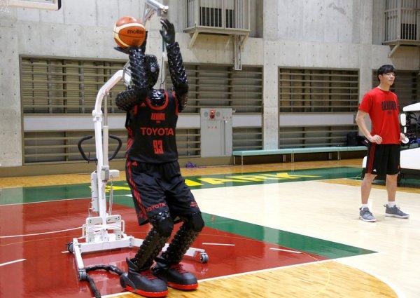 Basketball Roboter erzielt Guinness Rekord mit 2.020 perfekten Würfen toyota roboter beim werfen