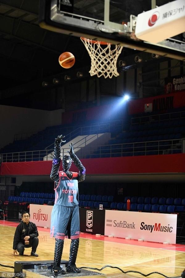 Basketball Roboter erzielt Guinness Rekord mit 2.020 perfekten Würfen toyota roboter cue3 beim spiel