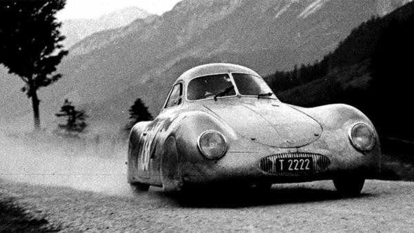 Der älteste Porsche Typ 64 wird für 20 Mio. USD versteigert das auto im rennen
