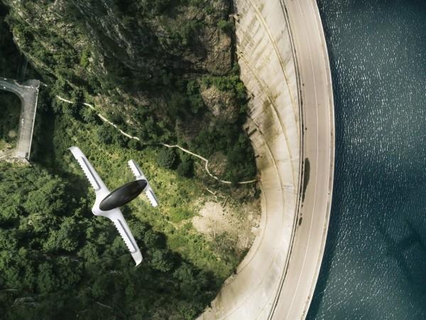 Erstes Flugtaxi vom deutschen Unternehmen Lilium im Test das taxi der zukunft