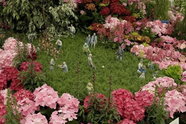 Gartengestaltung wiese mit riesenblumen