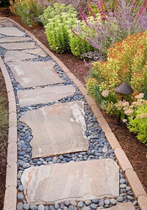 Gartenwege aus Stein Mix aus Steinplatten Kies Kopfsteinpflaster