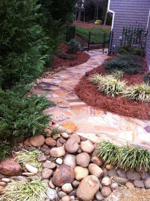 Gartenwege aus Stein bunte Farbpalette schön aussehen