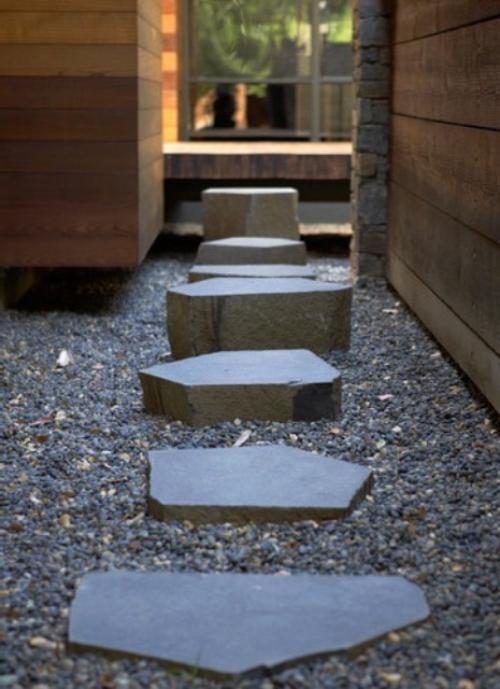 Gartenwege aus Stein im Hof japanisches Gartendesign