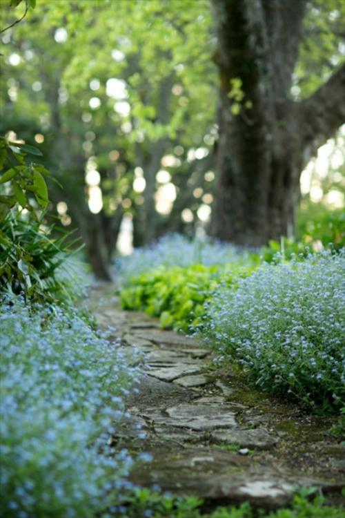Gartenwege aus Stein interessantes ganz natürliches Gartendesign Pfad ins Gartenparadies