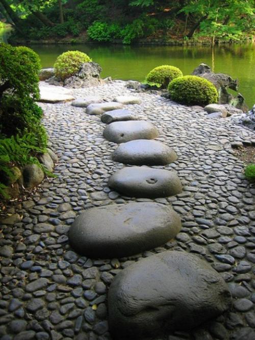 Gartenwege aus Stein japanisches Gartendesign