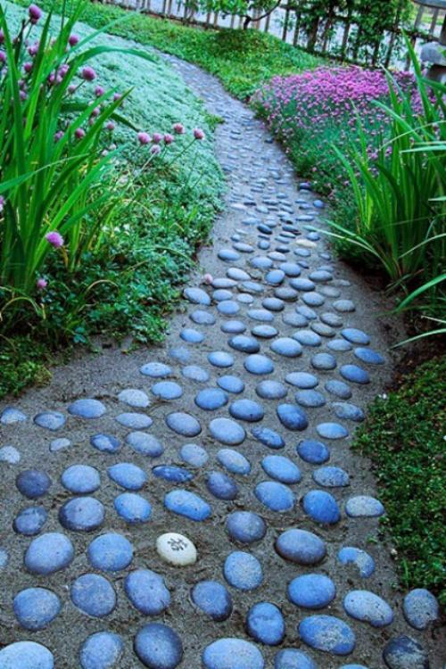 Gartenwege aus Stein kleine Steine Basis aus Beton auffälliges Design