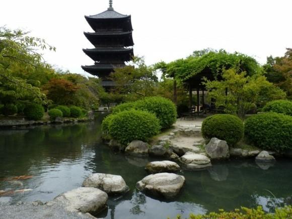 Ginkgo Baum buddhistischer Tempel Wasserquelle Landschaft