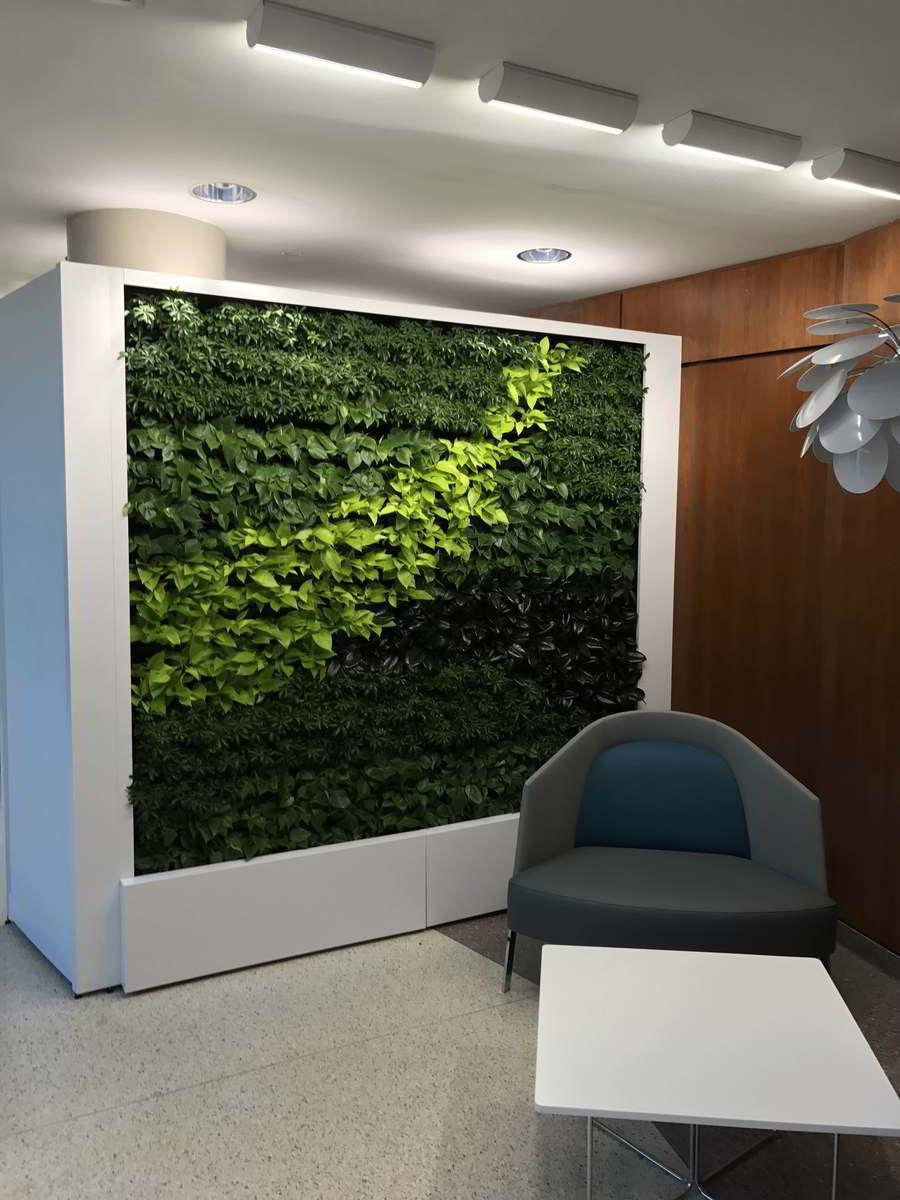Grüne Wandgestaltung komfortable Sitzecke