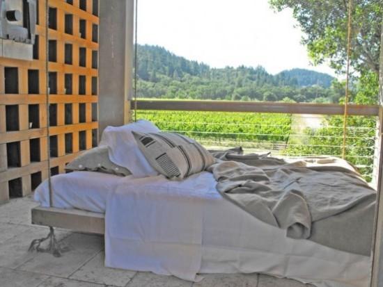 Hängebett draußen Platz für vollen Relax auf der überdachten Terrasse