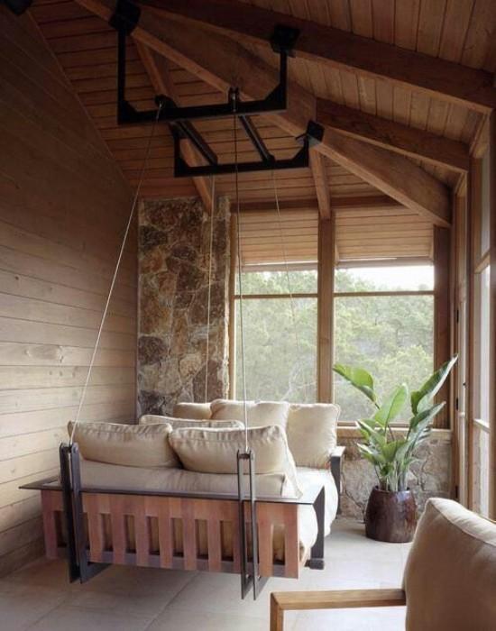 Hängebett draußen auf der überdachten Veranda sehr stilvoll und komfortabel