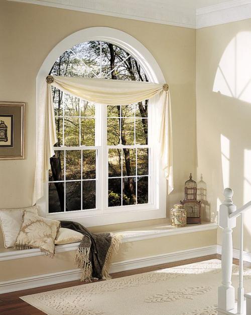 Halbkreisfenster gewölbte Zimmerdurchgänge Gardinen als Schmuck