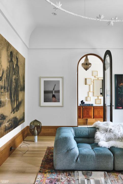 Halbkreisfenster gewölbte Zimmerdurchgänge französische Tür schönes Wohnzimmer