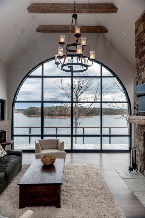 Halbkreisfenster gewölbte Zimmerdurchgänge schönes Interieur herrlicher Blick auf eine Insel