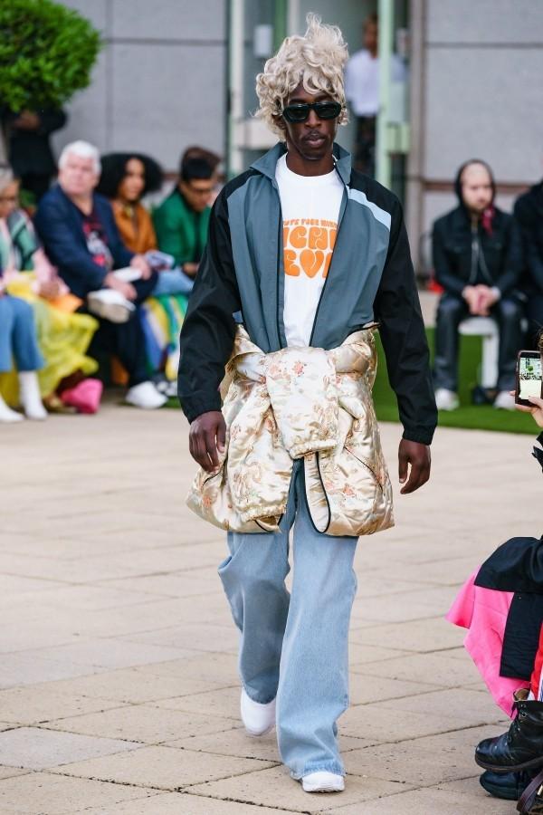 Idee mit mehreren Schichten Modetrends Martin Rose