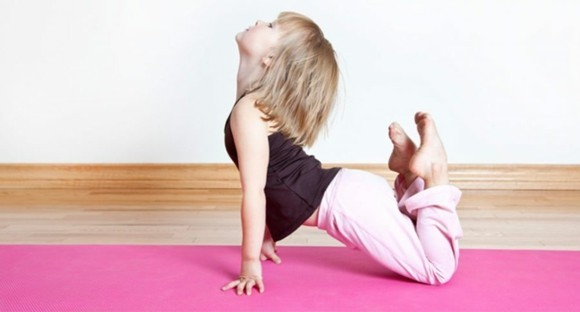 Kinderyoga Übungen gesundes Leben yoga Körperhaltungen Kids