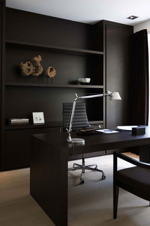Maskulines Homeoffice minimalistisch eingerichtet sehr ansprechend und einladend
