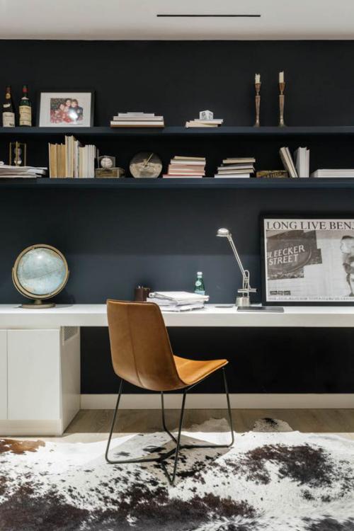 Maskulines Homeoffice sehr elegante gut durchdachte Einrichtung inspiriert zu kreativer Arbeit