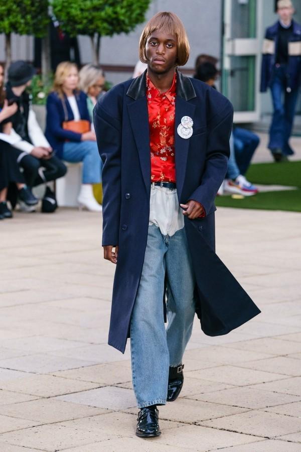 Modetrends - eine super breite und lange Jacke