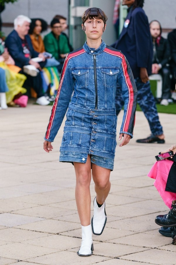 Modetrends - tolle Kleid aus Jeans