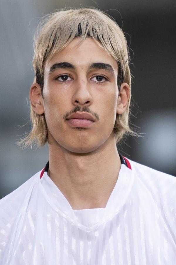 Modetrends - tolle blonde Frisur