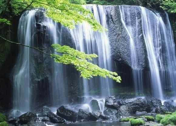 Negative Ionen in der Natur Wasserfall positive Energie
