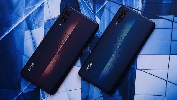 Smartphone übersteht ultimativen Falltest aus erstaunlichen 31.540 Metern farben vom iqoo von vivo