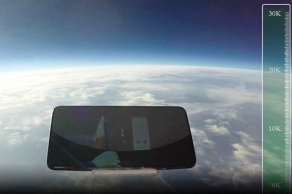 Smartphone übersteht ultimativen Falltest aus erstaunlichen 31.540 Metern iQOO von vivo im weltall