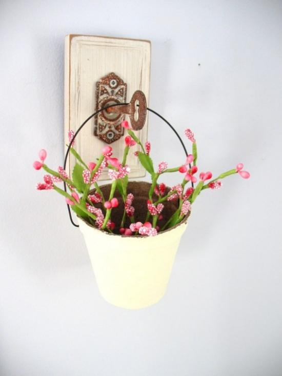Sommerblumen Deko Ideen Blumen in einem alten Eimer Retro Look