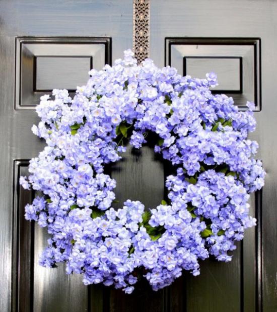 Sommerblumen Deko Ideen Kranz aus Wandelröschen in einer zarten Blaunuance