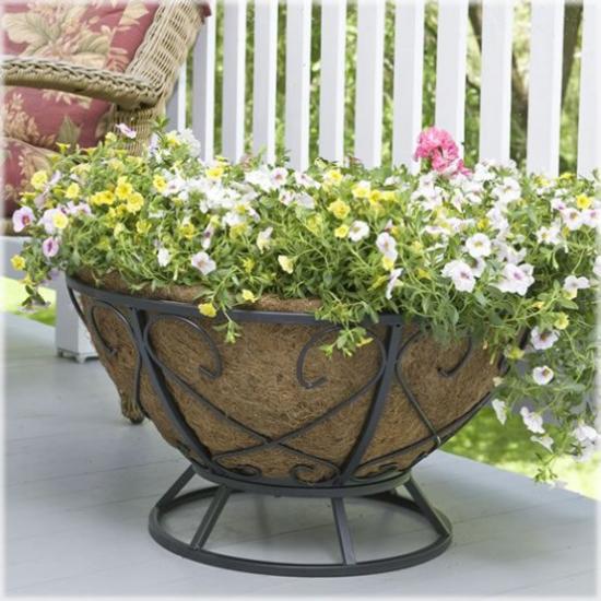 Sommerblumen Deko Ideen Retro Kannen als Vasen nutzen