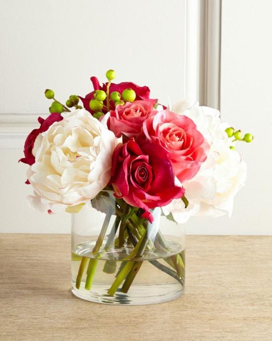 Sommerblumen Deko Ideen bunte Blumen in einem Glas arrangieren drinnen dekorieren