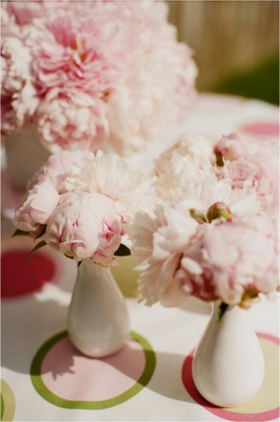 Sommerblumen Deko Ideen mit Ranunkeln dekorieren