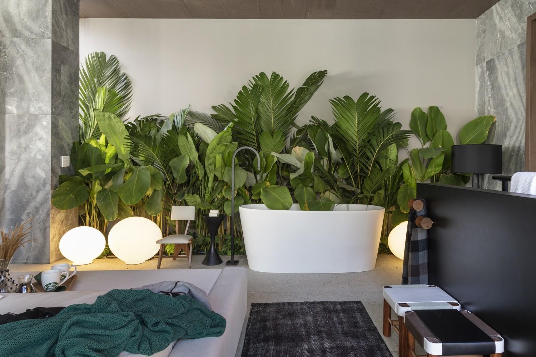 Traumhaus Wandnische mit grünen Pflanzen