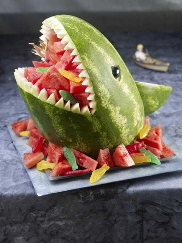 Wassermelone gesund Sommerfrucht Wassermelone schneiden Hai