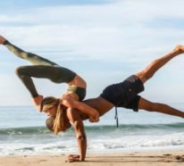 Yoga Übungen zu zweit: 3 effektive Akro Yoga Posen für Anfänger