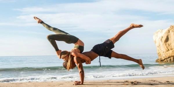 Yoga Übungen zu zweit 3 effektive Akro Yoga Posen für Anfänger