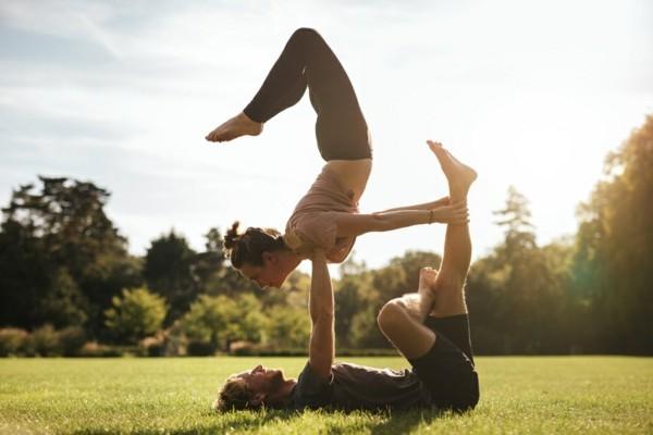 Yoga Übungen zu zweit Akro Yoga Übungen