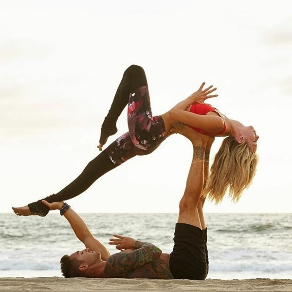 Yoga Übungen zu zweit Akro Yoga Hochfliegende Walhaltung